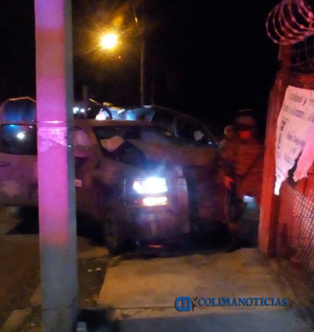 choque militares - Choca patrulla del Ejército y auto en Tecomán: 4 militares y 3 civiles lesionados