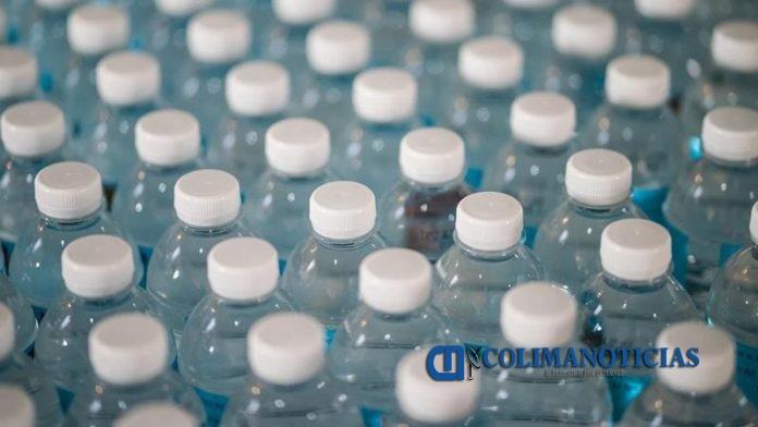 BOTELLAS DE PLASTICO 696x392 - ¿Quieres pasar a una vida libre de plástico pero no sabes cómo? Checa estos tips