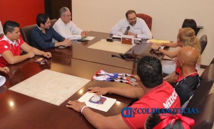Gobernador ofrece respaldo a deportistas colimenses