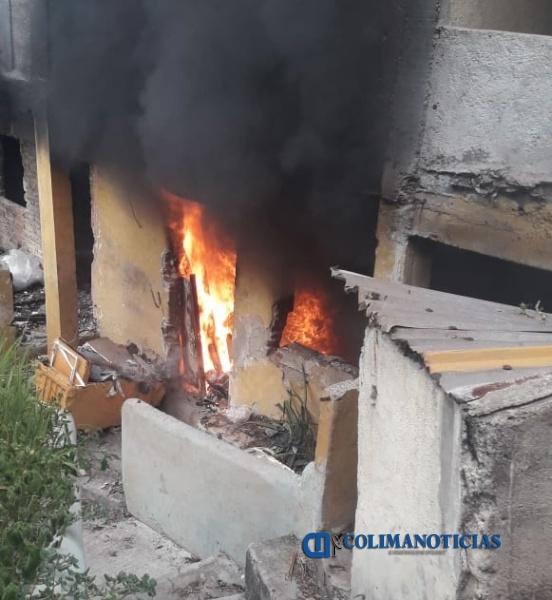incendio casa 2 - Incendio de vivienda en la zona centro de Manzanillo