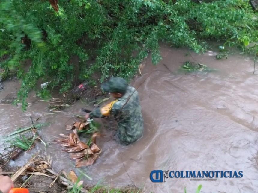 militares limpian 1024x768 - Evacuan a personas de Cerro de Ortega