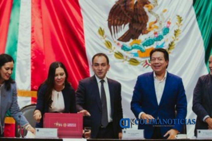 paquete económico2020 696x464 - Hacienda entrega paquete económico 2020 al Congreso de la Unión
