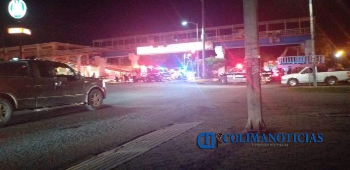puente de tecomán 696x339 - Se lanza jovencita de 15 años desde el puente de la avenida Insurgentes, en Tecomán