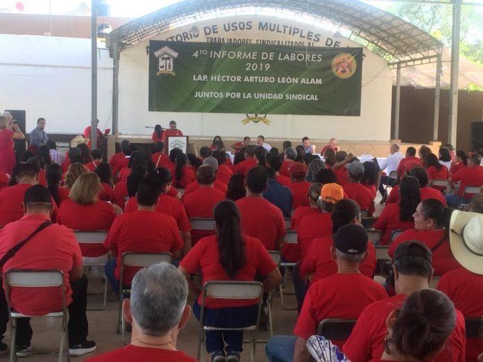 Burócratas reeligen a León Alam como dirigente sindical del Ayuntamiento de Colima 696x522 - Burócratas ratificaron a León Alam como dirigente sindical del Ayuntamiento de Colima