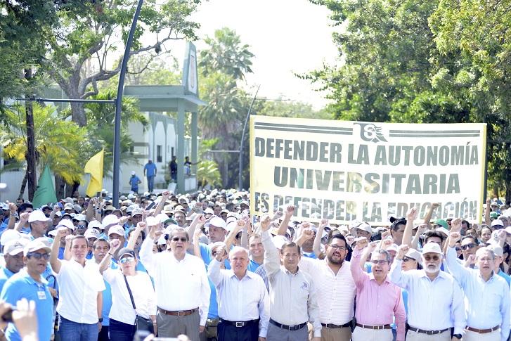 Marchan universitarios por aniversario 39 del SUTUC y por autonomía PRINCIPAL - EL GRAN CONFLICTO; CONGRESO Y UNIVERSIDAD