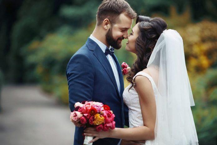 novios matrimonio 696x464 - ¿Sabías que los primeros dos años son decisivos en un matrimonio?