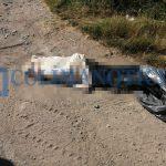cadaver envuelto en sabana 150x150 - Hallan un cadáver envuelto en sábanas en la carretera a Tecuanillo, en Tecomán