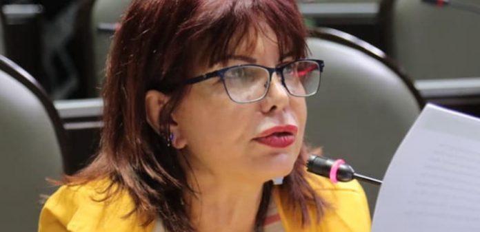 claudia yañez 696x337 - Exige Yáñez desde el Congreso de la Unión concluir auditoría de cuentas públicas a Colima