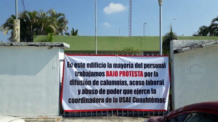 protesta vs usae cuauthémoc 696x392 - Denuncian acoso laboral y abuso de poder de encargada de USAE Cuauhtémoc