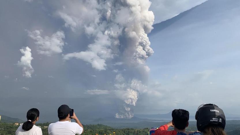 Volcán Filipinas foto AFP - Evacuan a miles de personas por reciente actividad del volcán Taal en Filipinas