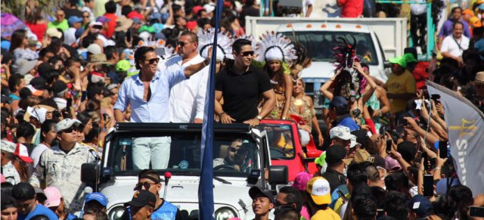 Guardia Nacional escolta a Roberto Palazuelos en carnaval de Progreso 696x317 - Palazuelos agradece a la Guardia Nacional por escoltarlo en carnaval de Progreso, Yucatán - #Noticias