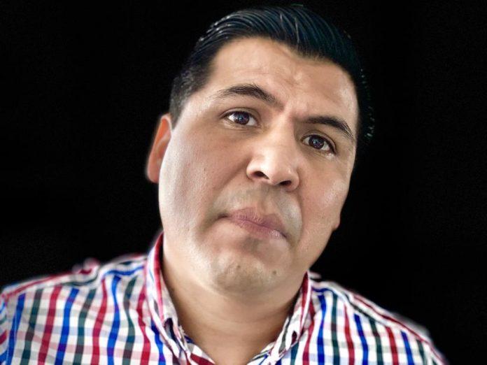 regidor arturo garcia 696x522 - Regidor Arturo García se suma al reclamo por falta de medicamentos - #Noticias