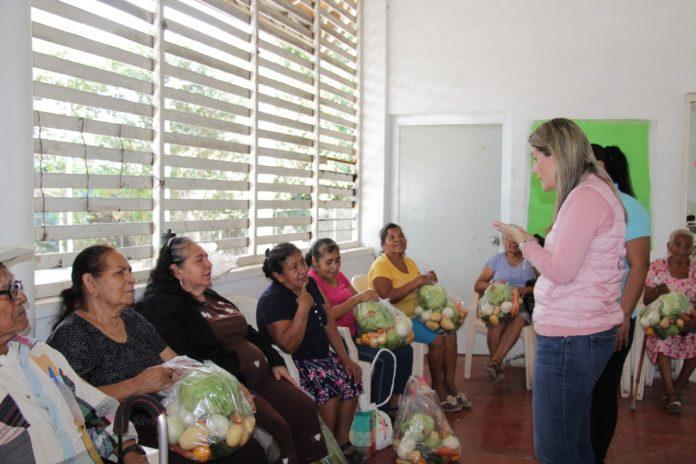 Fortalecen alimentación de población vulnerable de Suchitlán 696x464 - Fortalecen alimentación de población vulnerable de Suchitlán: DIF Estatal