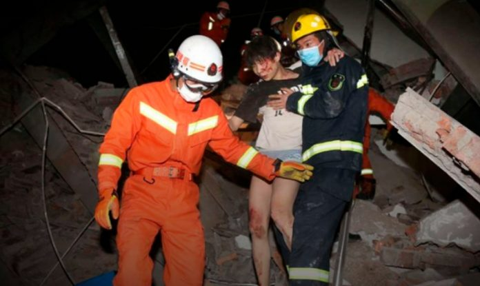 derrumbe en china 696x415 - Colapsa edificio en China que era usado como centro de cuarentena por coronavirus - #Noticias