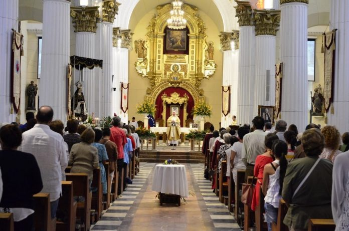 misas católicas 696x461 - Se suspenden misas en todo el país anuncia la Iglesia Católica; las transmitirán por Internet