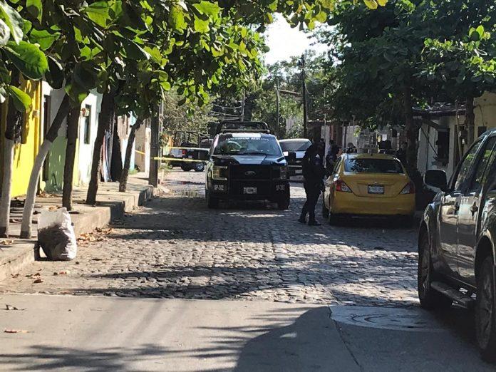 muerto en una maleta en Manzanillo 696x522 - Encuentran cadáver al interior de una maleta en Salagua