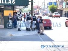 Cierran negocios no esenciales en Tecomán ante la pandemia (2)