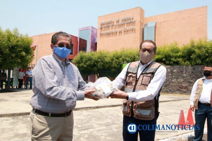 Entregan Universtarios despensas al DIF 696x464 - Universitarios donan mil despensas para apoyar en contingencia sanitaria