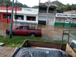Inundación en calles y avenidas principales de Manzanillo tras lluvia 4