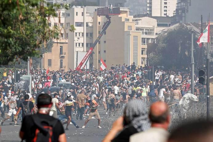 Miles en Beirut claman venganza contra clase política, tras explosión