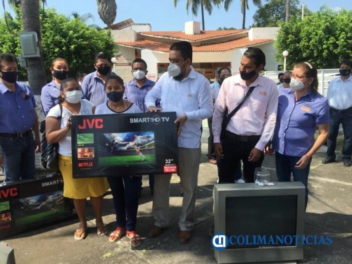 Entrega SNTE 6 televisores donados por docentes y el Comité Ejecutivo Nacional