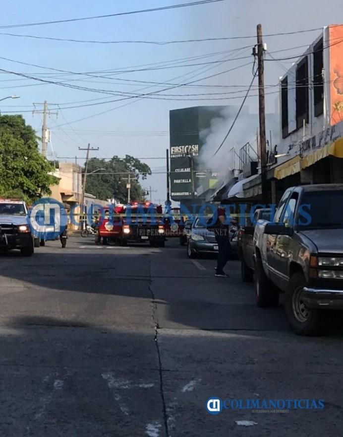 Reportan fuerte explosión en un negocio de veladoras en el centro