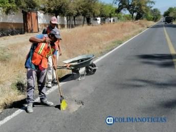Bachean carretera Comala-Suchitlán