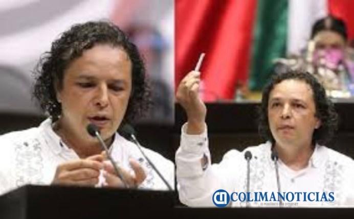 Delegado de Morena en Colima, forja un porro de marihuana en tribuna