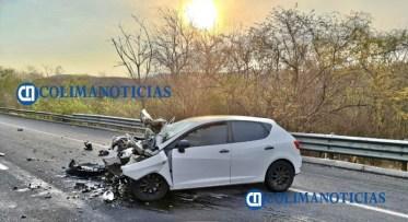 Dos heridos de gravedad tras impactar vehículo a pipa en la autopista Manzanillo Colima3