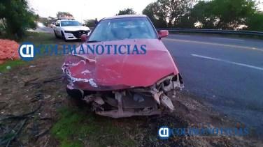 Cuatro lesionados en accidente entre un auto y ambulancia de PC Cihuatlán 2