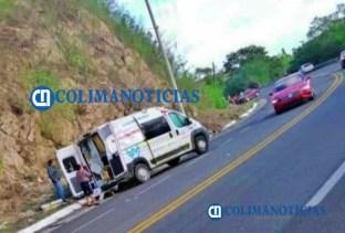 Cuatro lesionados en accidente entre un auto y ambulancia de PC Cihuatlán