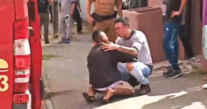 Padre consuela al hombre que atropelló a su hija en Brasil