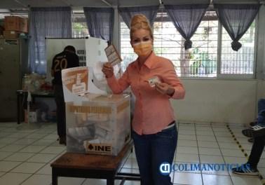 Paty Alcaraz votando MC