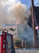 Se incendia estructura de estacionamiento de La Marina San Fernando