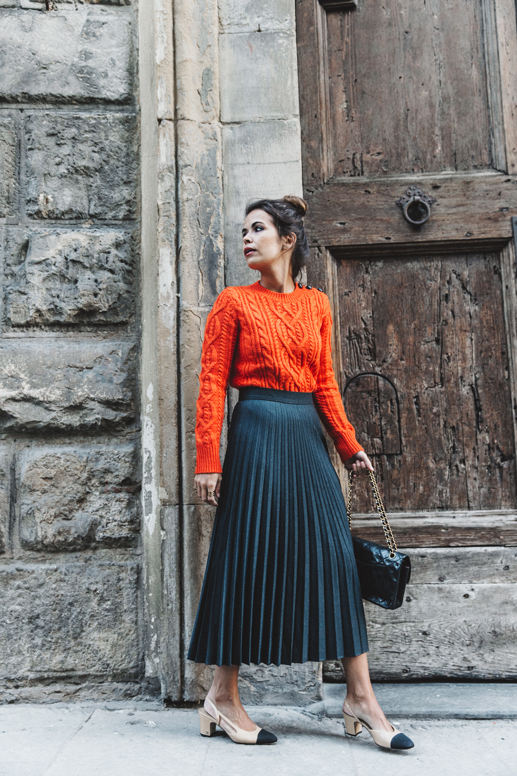 Orange_Sweater-Midi_Skirt-Slingback_Shoes_Chanel-Vintage_Bag-Florence-Outfit-Street_Style-15