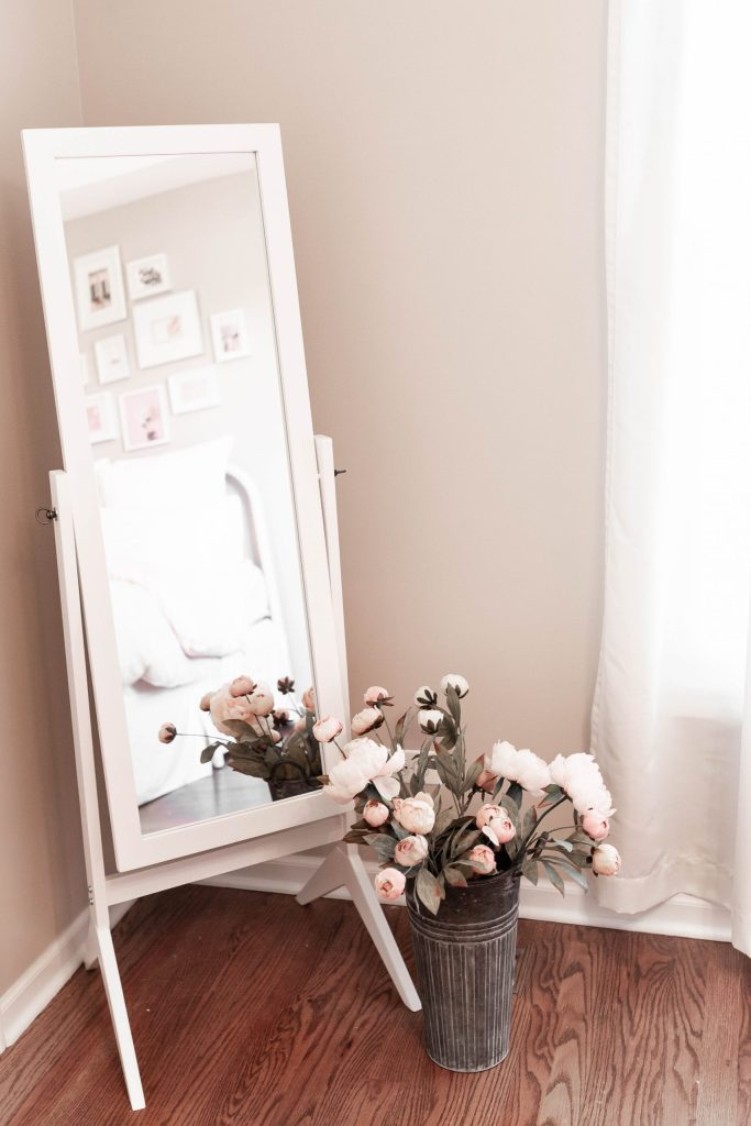 How to Design a Cute Mirror Corner