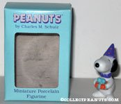 Snoopy holding present Figurine