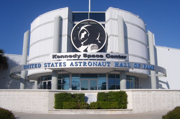 Astronaut Hall of Fame adds space shuttle vets Brown