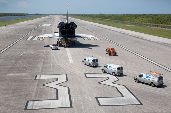 Replica on the runway Mock orbiter lands on real space