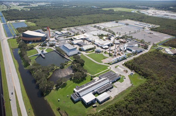 NASA extends concessionaire contract for Kennedy Space ...