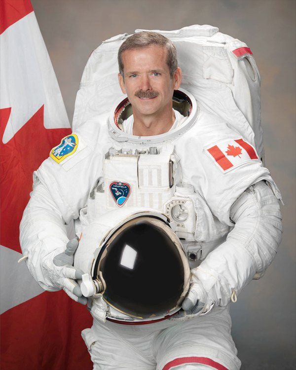 Astronaut Chris Hadfield launching on book tour for 'Guide ...