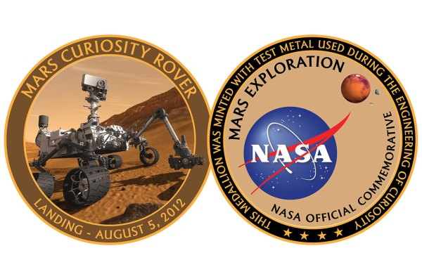 NASA medallion commemorates Curiosity rover's first year ...