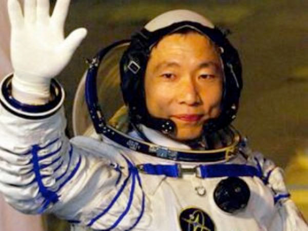 Shenzhou 5: China launches man into space | collectSPACE