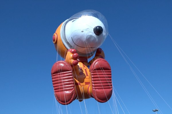 Astronaut Snoopy balloon to fly in Macys Thanksgiving Day