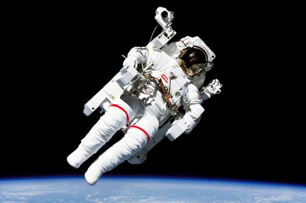 Bruce McCandless, astronaut who donned jetpack on first ...