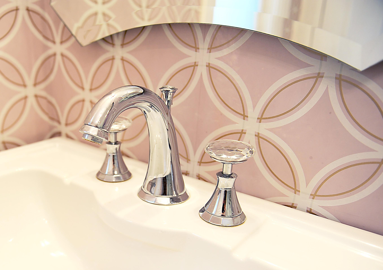 <span></span>Elegance in the Bath