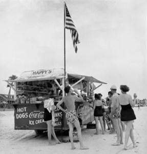 Berenice Abbott Happy's Refreshment Stand Daytona Beach 1954, Jeu de Paume