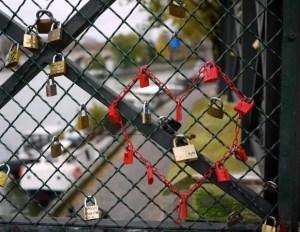 Valentine_Bike_Lock_On_Bridge