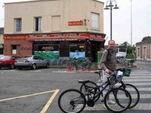 Bike rental across from train station Vernon to Giverny month of September