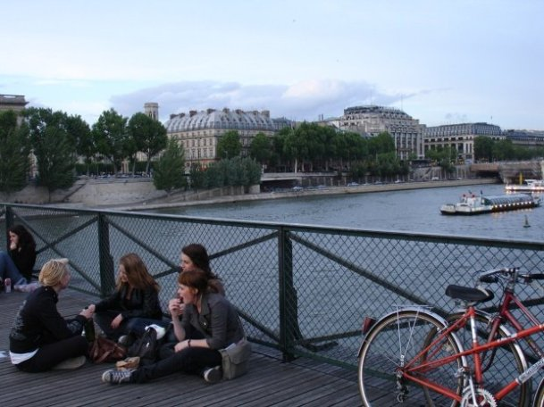 Passing picnickers over the Pont des Arts
